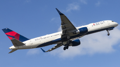 A picture of N6708D - Boeing 757232 - Delta Air Lines - © Jacob Singer