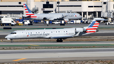 A picture of N764SK - Mitsubishi CRJ701ER - American Airlines - © Rocky Wang