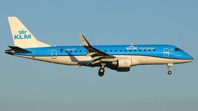 A picture of PHEXT - Embraer E175STD - KLM - © R. Eikelenboom