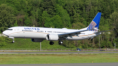 A picture of N47517 - Boeing 737 MAX 9 - United Airlines - © Huy Do