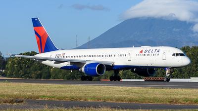 A picture of N679DA - Boeing 757232 - Delta Air Lines - © Franz Galli