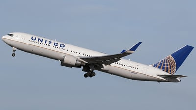 N665UA - Boeing 767-322(ER) - United Airlines