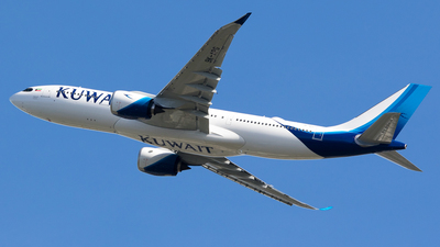 A picture of 9KAPG - Airbus A330841 - Kuwait Airways - © Spot Plane from Balcony