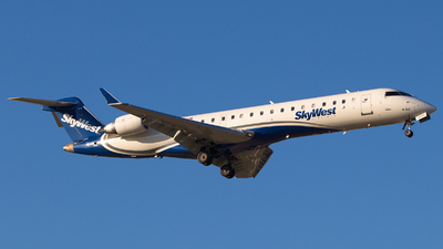 A picture of N768SK - Mitsubishi CRJ701ER - SkyWest Airlines - © Alex I.