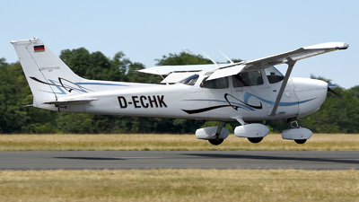 D-ECHK - Cessna 172S Skyhawk SP - Private
