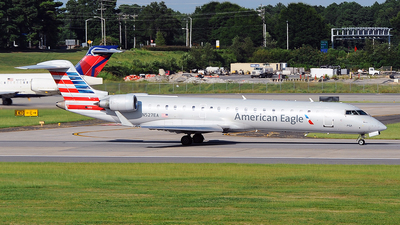 A picture of N527EA - Mitsubishi CRJ702ER - American Airlines - © Mason Zhang