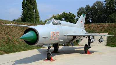 9512 - Mikoyan-Gurevich MiG-21MF Fishbed J - Hungary - Air Force