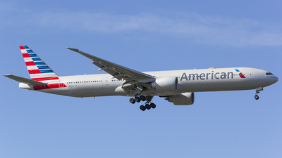 N735AT - Boeing 777-323ER - American Airlines