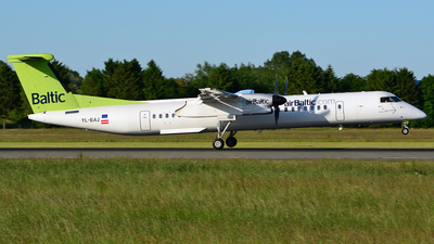 YL-BAJ - Bombardier Dash 8-Q402 - Air Baltic