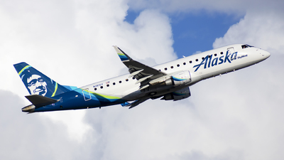 A picture of N181SY - Embraer E175LR - Alaska Airlines - © Michael Rodeback