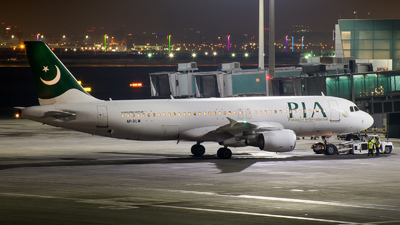 AP-BLW - Airbus A320-214 - Pakistan International Airlines