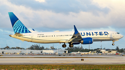 A picture of N27520 - Boeing 737 MAX 9 - United Airlines - © Robert Maverick Rivera