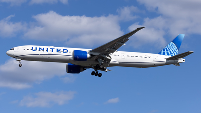 A picture of N2352U - Boeing 777300(ER) - United Airlines - © Cary Liao