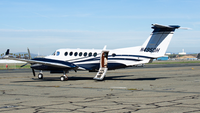 N495DH - Beechcraft B300 King Air 350 - Private