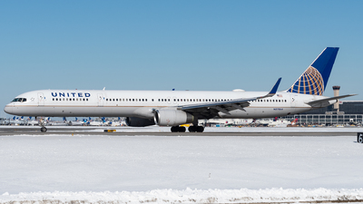 A picture of N57864 - Boeing 75733N - United Airlines - © bill wang