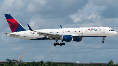 A picture of N6710E - Boeing 757232 - Delta Air Lines - © Mark Lawrence