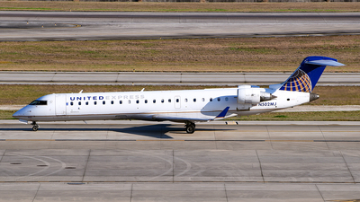 A picture of N502MJ - Mitsubishi CRJ701ER - United Airlines - © Rocky Wang