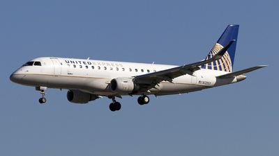 A picture of N120SY - Embraer E175LR - United Airlines - © Jeremy D. Dando