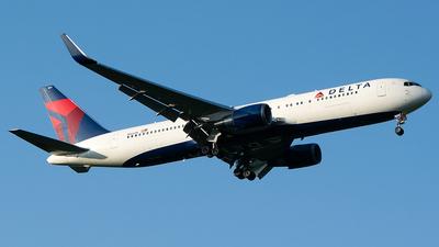 N1604R - Boeing 767-332(ER) - Delta Air Lines