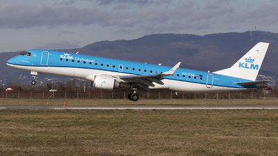 A picture of PHEXB - Embraer E190STD - KLM - © Chris Lofting