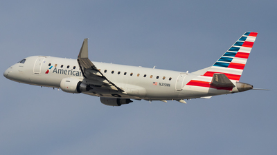 A picture of N215NN - Embraer E175LR - American Airlines - © Luke Dogan