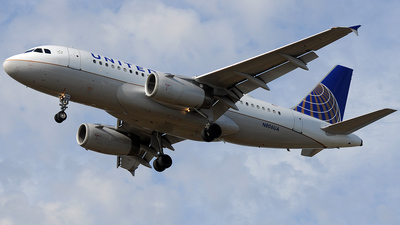 N806UA - Airbus A319-131 - United Airlines