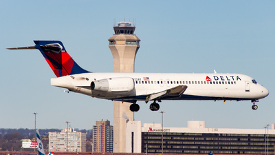 N922AT - Boeing 717-2BD - Delta Air Lines