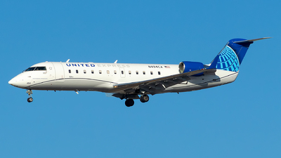 A picture of N494CA - Mitsubishi CRJ200LR - United Airlines - © Lorenzo P