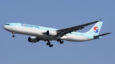 A picture of HL7585 - Airbus A330323 - Korean Air - © toeychincha