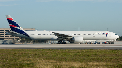 A picture of PTMUB - Boeing 77732W(ER) - LATAM Airlines - © Ozell V. Stephens Jr.