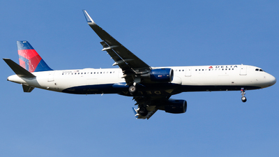 A picture of N315DN - Airbus A321211 - Delta Air Lines - © Alec Mollenhauer
