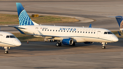 A picture of N87367 - Embraer 175LL - United Airlines - © Yixin Chen
