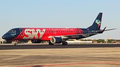 A picture of PRAUQ - Embraer E195AR - Azul Linhas Aereas - © Janna Andrade