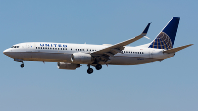A picture of N76517 - Boeing 737824 - United Airlines - © Thomas Ernst