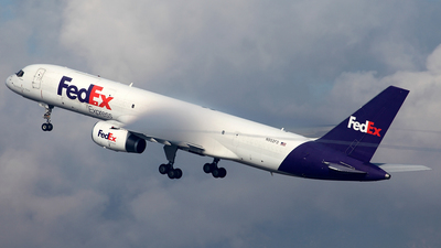 A picture of N952FD - Boeing 757236(SF) - FedEx - © TOMBARELLI FEDERICO