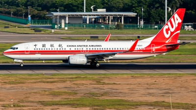 B-5547 - Boeing 737-86N - China United Airlines