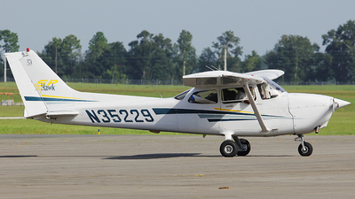 N35229 - Cessna 172S Skyhawk SP - Private