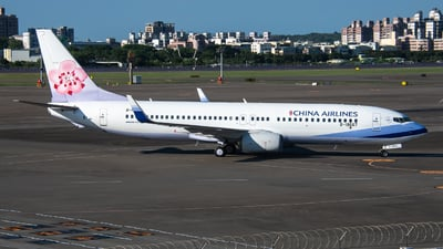A picture of B18667 - Boeing 7378AL - China Airlines - © KenNgan