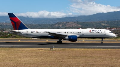 A picture of N682DA - Boeing 757232 - Delta Air Lines - © Cristian Quijano