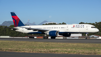 A picture of N670DN - Boeing 757232 - Delta Air Lines - © Juan Manuel Galvez