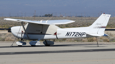 A picture of N172HP - Cessna 172R Skyhawk - [17280274] - © BaszB