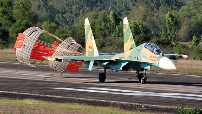 8527 - Sukhoi Su-27UB Flanker C - Vietnam - Air Force