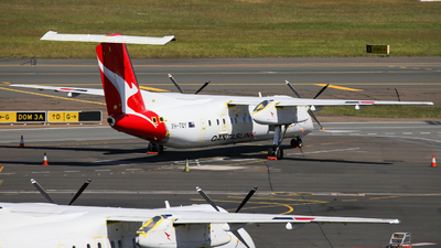 A picture of VHTQY - De Havilland Canada Dash 8300 - Qantas - © Haozhe Peng