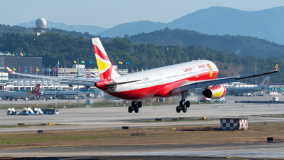 B-305W - Airbus A330-343 - Lucky Air