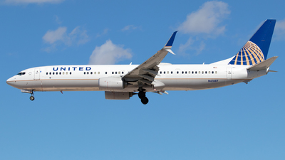 A picture of N61887 - Boeing 737924(ER) - United Airlines - © Sandra