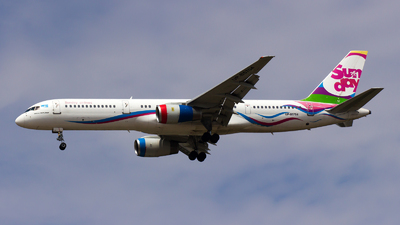 UP-B5704 - Boeing 757-21B - Sunday Airlines
