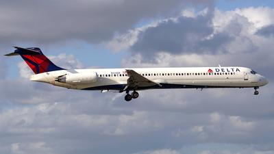 N920DE - McDonnell Douglas MD-88 - Delta Air Lines