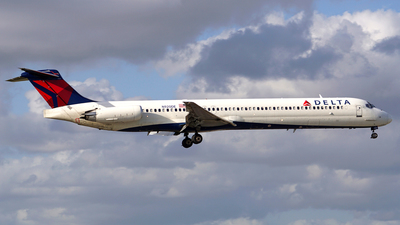 A picture of N920DE - McDonnell Douglas MD88 - [53423] - © Filipe Couceiro