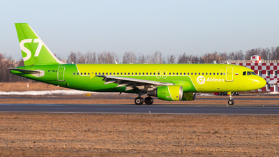 A picture of VPBCZ - Airbus A320214 - S7 Airlines - © KomradAlexey