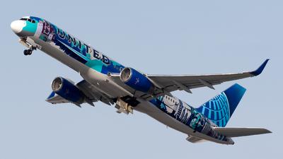 N14102 - Boeing 757-224 - United Airlines